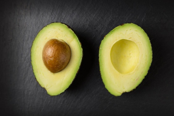 avocado to hydrate the skin