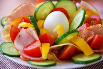 How to avoid GMOs -Fresh salad without GMO