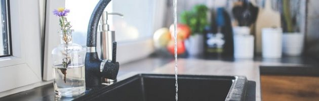 water-kitchen-black-design